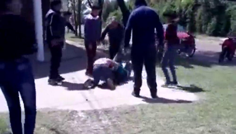 Las lamentables imágenes de la pelea a de dos madres a las puertas de una guardería