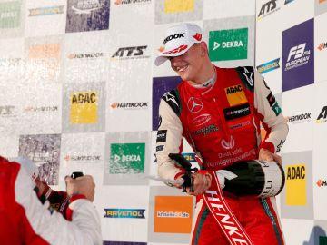Mick Schumacher en el podio