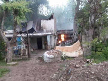 Imagen de la casa ardiendo