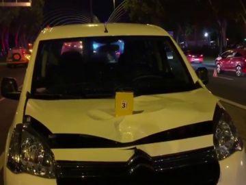 Imagen de cómo ha quedado la furgoneta tras el atropello de una niña de 13 años en Madrid