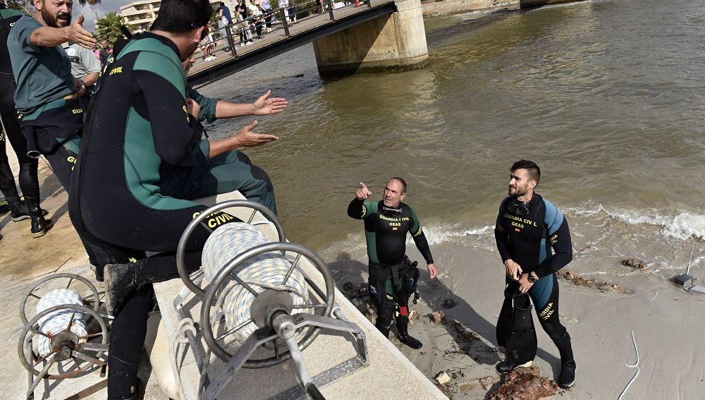 Imagen del cuerpo de los GEAS de la Guardia Civil que rastrean el torrente