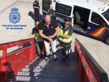 Imagen de la Policía Nacional deteniendo al narco