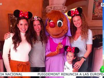 La foto de familia de Angie Cárdenas y Tatiana Arús en Disneyland 'a lo Georgina Rodríguez'