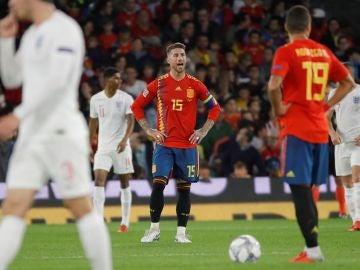 Ramos protesta tras un gol de Inglaterra en el Villamarín