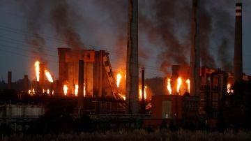 ista del incendio industrial declarado en las baterías de coque de la multinacional siderúrgica ArcelorMittal
