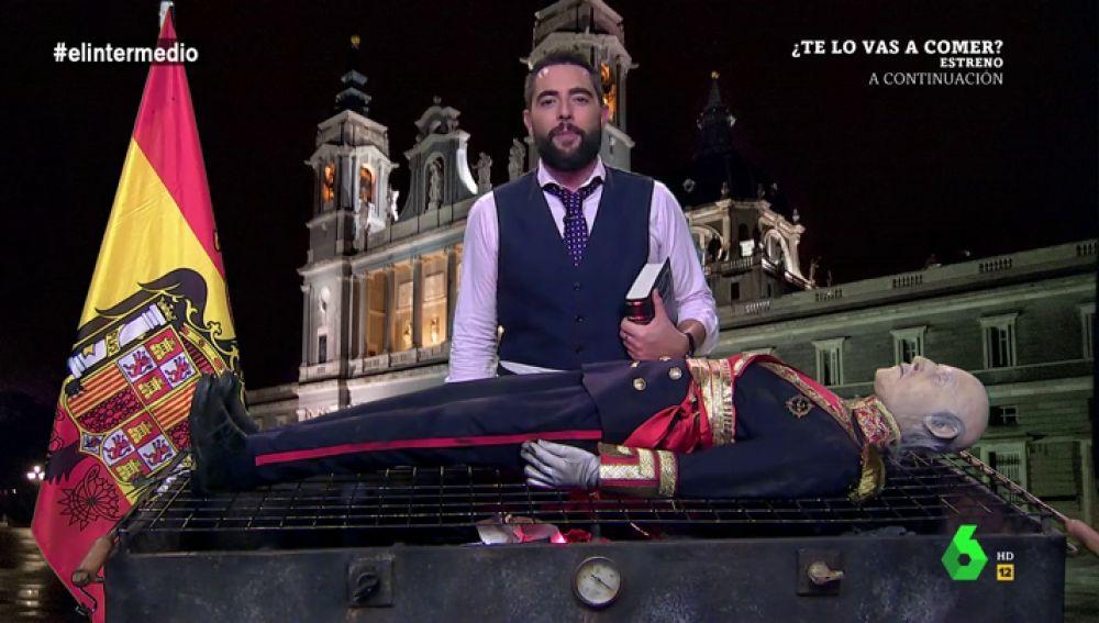 """El Intermedio quema en directo a la momia de Franco: """"Hay que poner punto y final a este embrollo"""""""