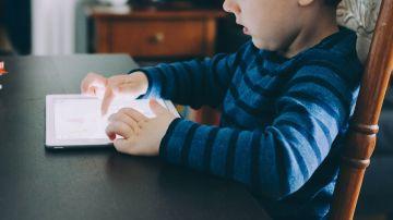 Pasar más de tres horas conectado a Internet aumenta un 79% las posibilidades de sufrir obesidad infantil.