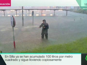 El directo más difícil de Javier Borrás: sufre una tromba de agua con 100 litros por metro cuadrado en Silla, Valencia