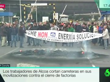 Los trabajadores de Alcoa cortan carreteras en sus movilizaciones contra el cierre de factorías
