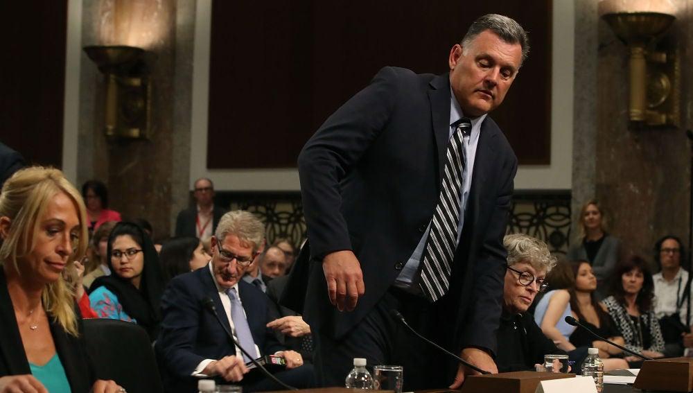 Steve Penny, en un momento de su declaración ante la comisión del Senado de EEUU