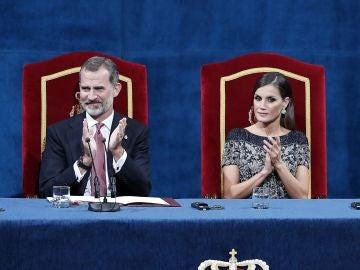 Los reyes presidiendo los Premios Princesa de Asturias