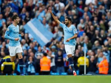 Mahrez celebra su golazo contra el Burnley