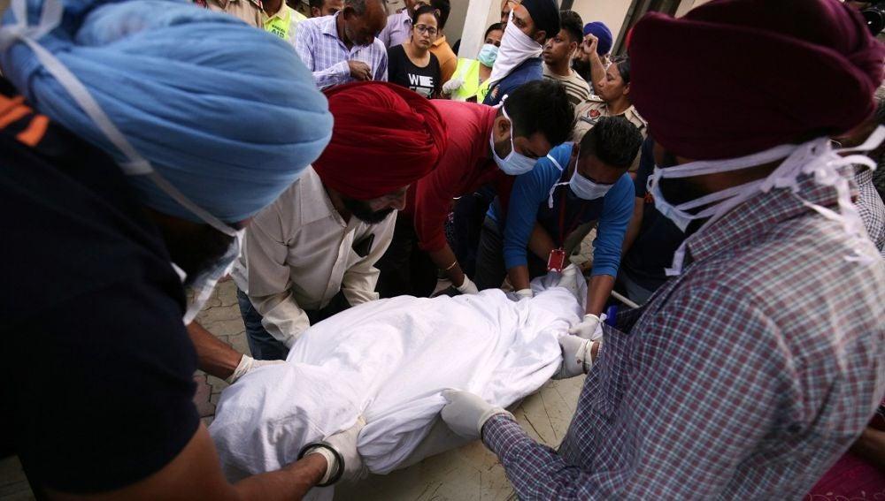 Víctima mortal del atropello de un tren en la India