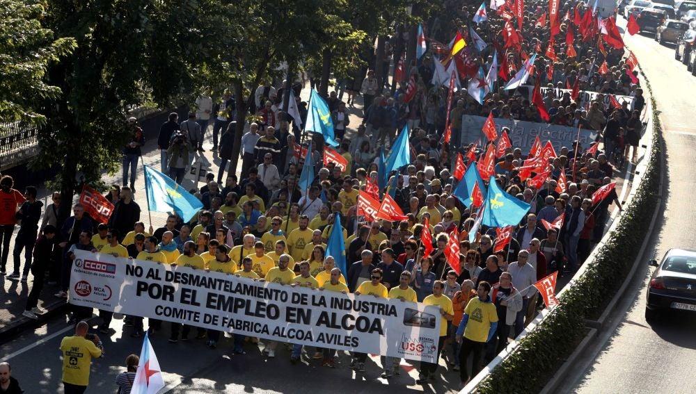 Manifestación convocada por el comité de empresa de Alcoa para protestar contra el anuncio de cierre