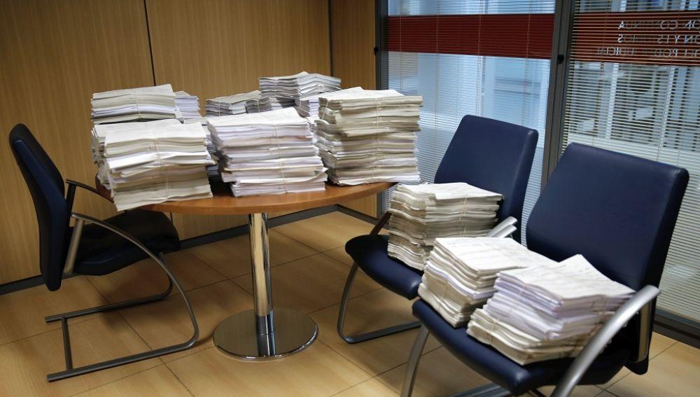 Imagen de archivo de documentos en un juzgado