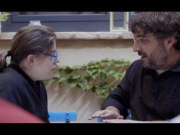 Gloria, actriz de Campeones, con Jordi Évole