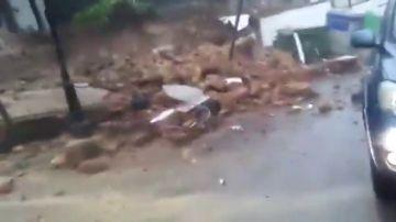 El impactante momento en el que la tapia de un colegio en Ronda se viene abajo tras las fuertes lluvias