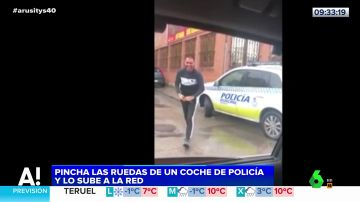 Pincha las ruedas de un coche de Policía de Madrid y publica el vídeo en las redes sociales