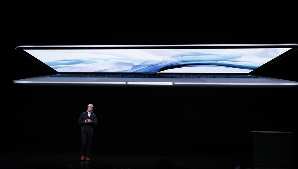 El consejero delegado de Apple, Tim Cook, ofrece un discurso durante el evento