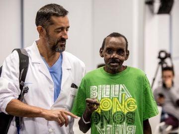 Al paciente le faltaba el tercio medio de la cara, no podía tragar bien y hablaba con dificultad