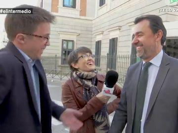 Maillo reta a Errejón en plena calle a bailar el 'Swish Swish':