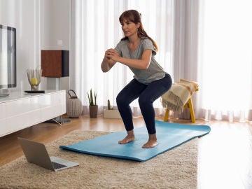 Mujer haciendo ejercicios de tonificación
