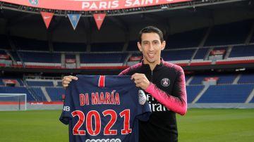 Di María posa con la camiseta del PSG tras renovar su contrato
