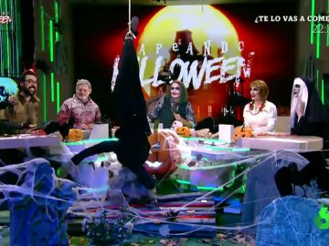 """La surrealista reacción de los zapeadores cuando """"un muerto"""" les cae encima en pleno directo de Zapeand"""