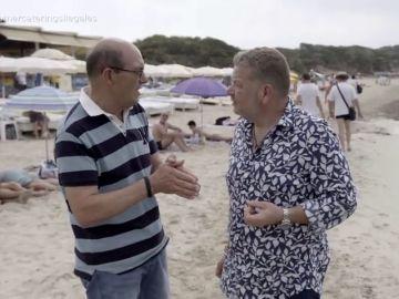 Entre arena, sol y moscas: así preparan la comida los vendedores en las playas de Ibiza