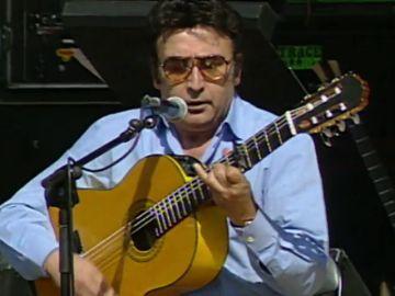 Peret y la música: cómo invento la rumba catalana con una guitarra y tres palmeros