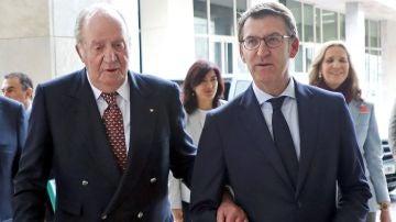 El rey Juan Carlos y Alberto Núñez Feijóo al comienzo de la presentación en la Ciudad de la Cultura de los campeonatos de Europa 2020 y del Mundo 2021