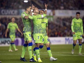 Sergio León celebra su gol con el Real Betis