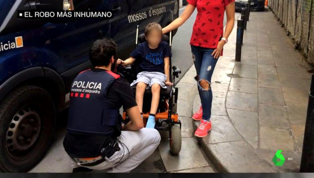 Roban la silla de ruedas a un niño con cáncer y amenazan a la familia por poner una denuncia