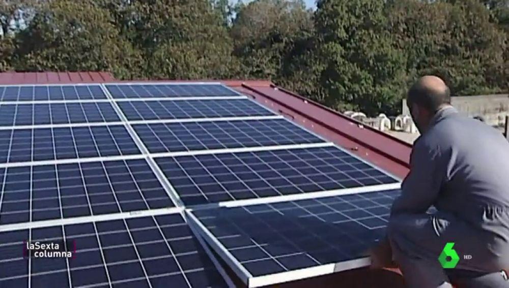 Si quieres poner placas solares en casa, tienes muchas trabas: los motivos por los que no nos abastecemos con ellas en España