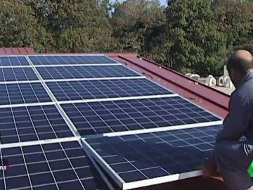 Placas solares en una casa.
