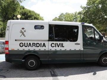 Imagen de archivo: Furgón de la Guardia Civil