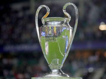El actual trofeo de la Champions League