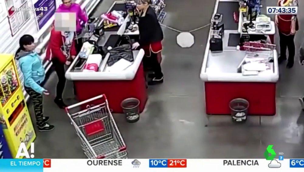 Una mujer da a luz en un supermercado