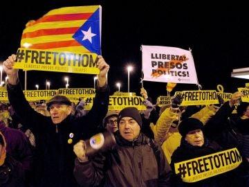 Concentración unitaria del independentismo ante la cárcel de Puig de les Basses