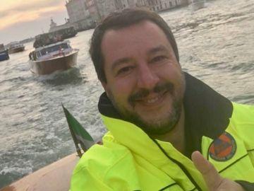 Imagen publicada por Salvini en su cuenta de Twitter