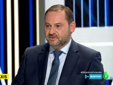 """José Luis Ábalos: """"No entiendo por qué el taxi puede regularse en comunidades y ayuntamientos y la VTC no"""""""