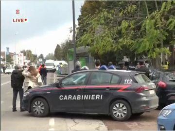 Un hombre se atrinchera con 5 rehenes en una oficina de correos en el norte de Italia por ser condenado a prisión