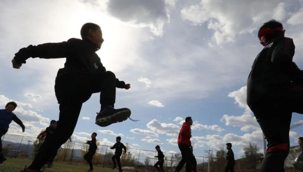 Niños en uno de los campos de concentración chinos