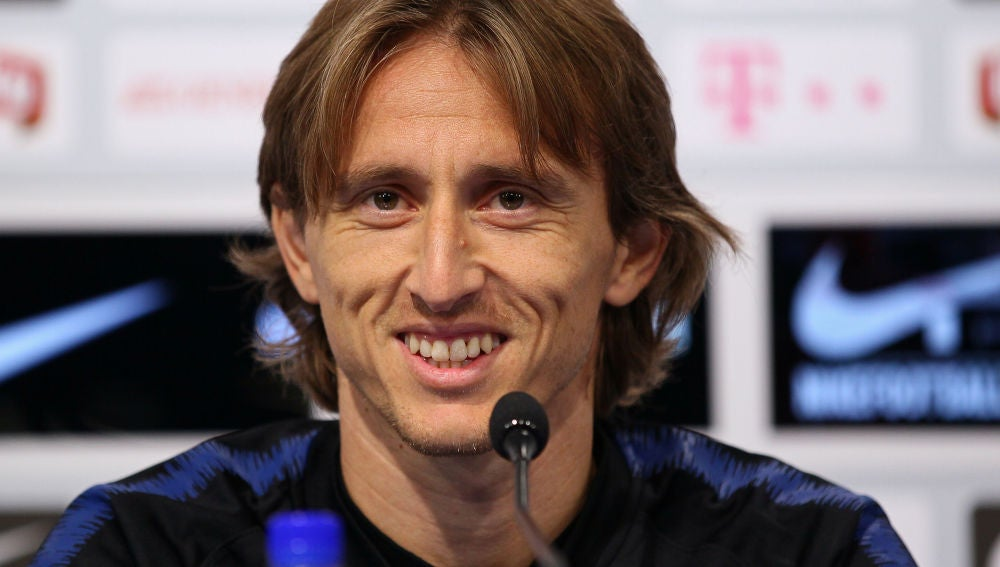 Modric sonríe en la rueda de prensa
