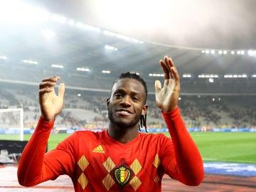 Batshuayi celebra la victoria de Bélgica