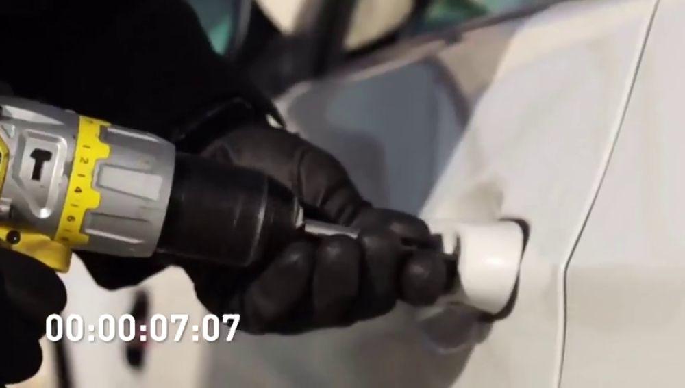 """""""Llegan con un vehículo rápido, entran de manera violenta y se llevan la mayor cantidad de objetos"""": el modus operandi de 'la banda del BMW' en Equipo de Investigación"""