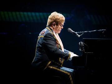 Elton John en uno de sus últimos conciertos