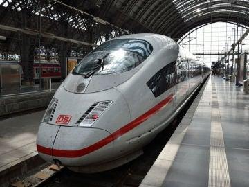 Un tren en una estación de Alemania