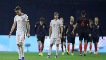 Saúl y Sergi Roberto, cabizbajos en el partido de la Selección