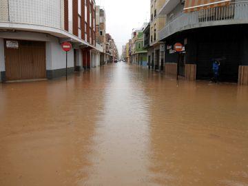 Aspecto que ofrecía a primera hora las calles del barrio de les Basses de Alcira
